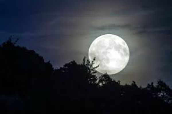 A terceira Super Lua de 2017 chega este domingo